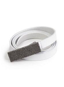 GUESS pásek Skinny Signature Logo-Plaque Belt bílá