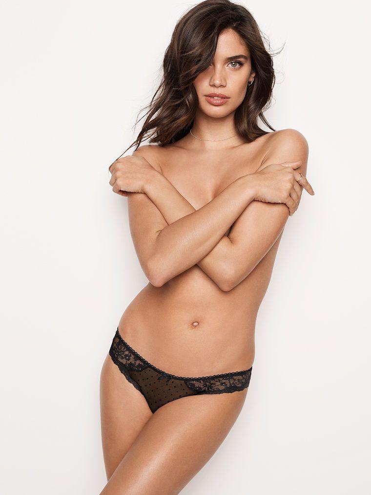 Victoria Secret dámské kalhotky Floral Lace & Dot Mesh Thong Panty Victoria's Secret
